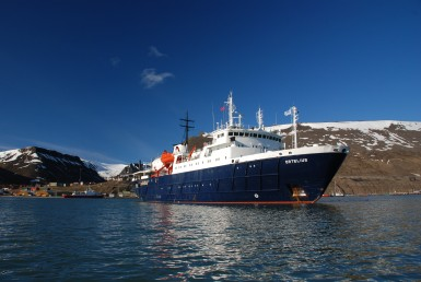 Ortelius in Spitsbergen (c) Wouter Kaandorp-oceanwide expeditions 2